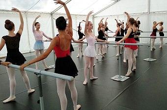 33_soustredeni_balet